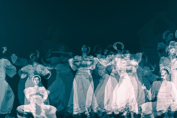 """Odissi dancer Antonia Rasovan in Thy Veils' video """"Mountain And Cloud"""""""